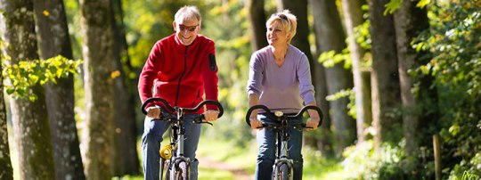 elderly couple_bike riding